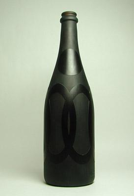 花瓶やウォーターサーバー、鉢植え、オブジェに生まれ変わったガラス瓶「bottle」