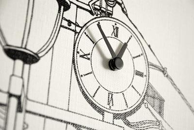 掛け時計「駅前の街並み」時計部分拡大