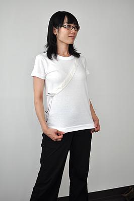 シキサイTシャツ「カバン」モデル レディース前