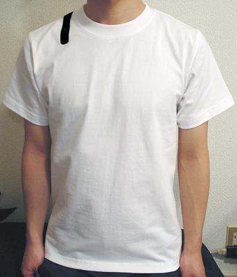 シキサイTシャツ「傘」モデル前