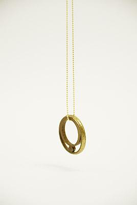 木製糸巻きがジュエリーに[糸髪環/ITO-HAKKAN]
